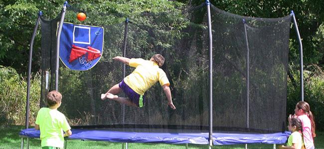 Skywalker Garten-Trampolin 450cm JumpnDunk mit Sicherheitsnetz und Basketballkorb